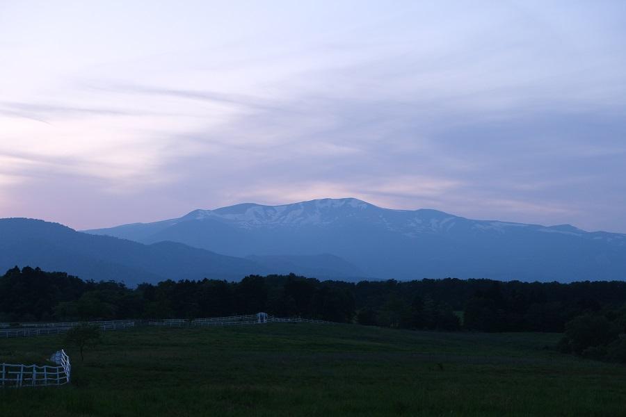 栗駒山の夕焼けを深山牧野から撮影