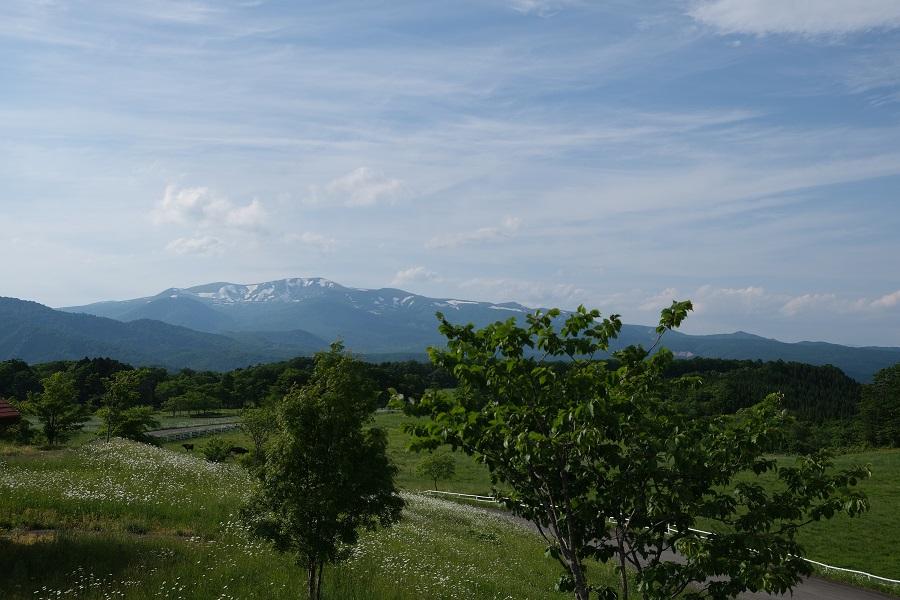 栗駒山6月の残雪の風景写真深山牧野から撮影