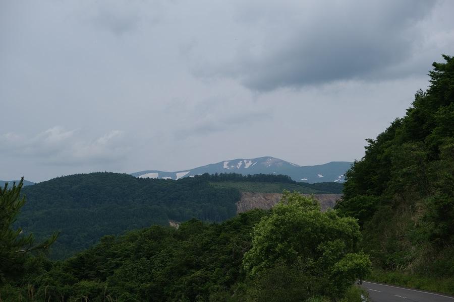 栗駒山6月の残雪の風景写真荒砥沢ダムから撮影