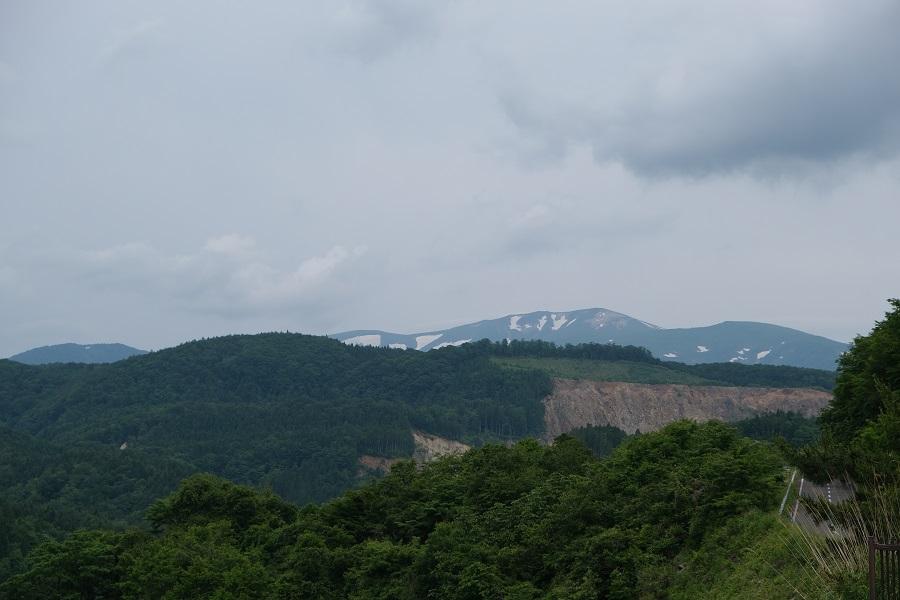 栗駒山を囲むダム 荒砥沢ダムの景観写真栗駒山を望んだ写真