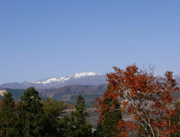 栗駒山の紅葉を深山牧野から見た写真