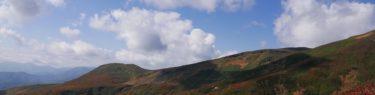 栗駒山中央コースの登山道の紅葉風景写真